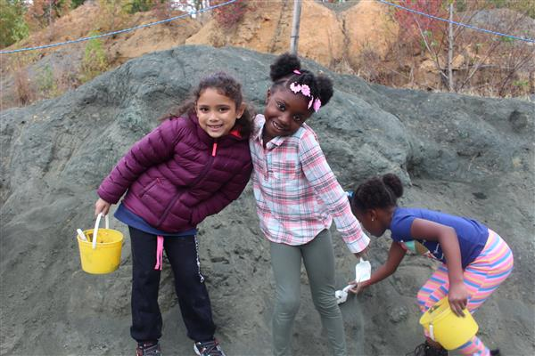 A picture of students at the fossil park.